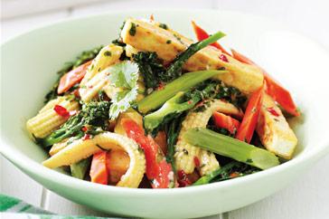 verduras con tofu, leche de coco y curry