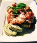 tagliatelle / crepes con menta y tomate