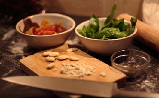 pasta casera de espelta y bleda con pesto de pimiento